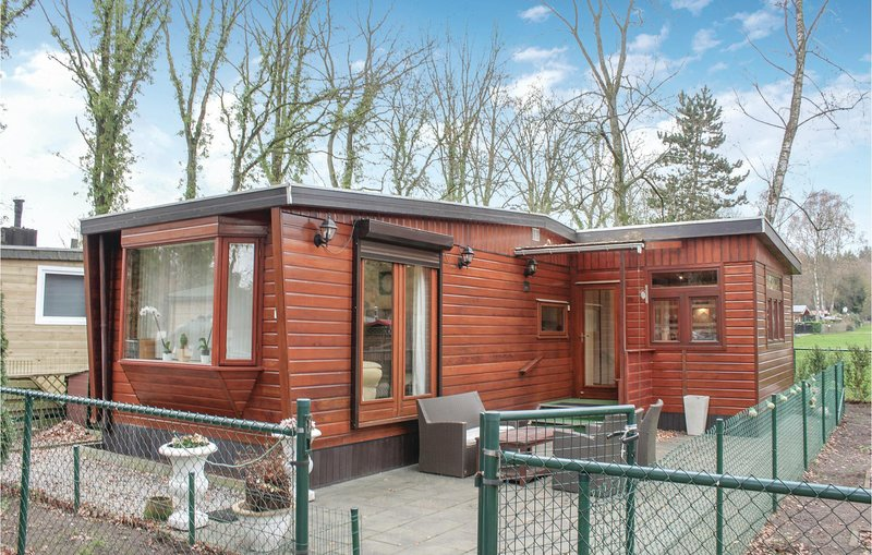 Beautiful home in Lanaken with 2 Bedrooms (BLI021), alquiler vacacional en Maasmechelen
