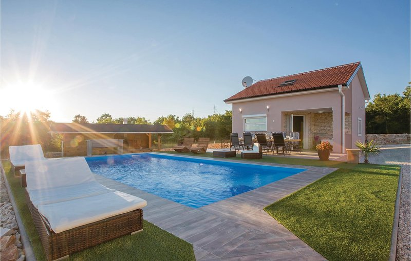 Stunning home in Galizana with WiFi and 3 Bedrooms (CIR179), holiday rental in Galizana
