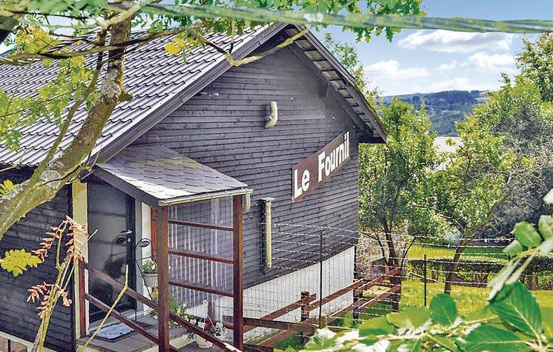 Amazing home in Lierneux-Les Villettes with 1 Bedrooms (BLU032), location de vacances à Lierneux