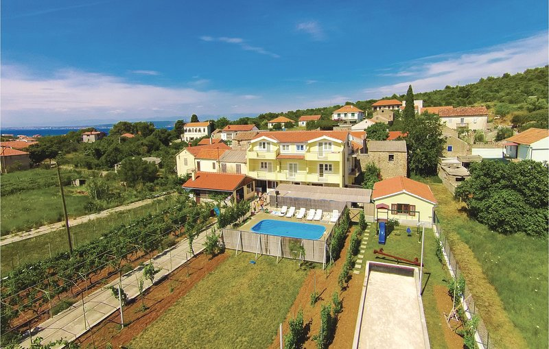 Beautiful home in Banj with WiFi and 5 Bedrooms (CDU240), holiday rental in Banj