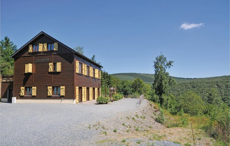 La Roche-Juno (BLX080), location de vacances à Marcourt