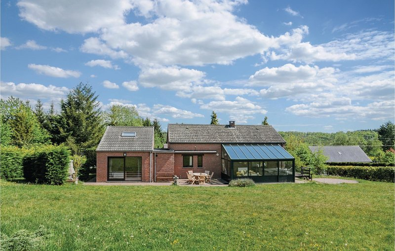 Stunning home in Durbuy with WiFi and 4 Bedrooms (BLX177), holiday rental in Grandhan