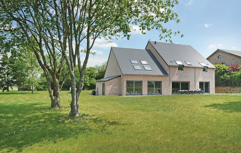 Paradiso (BNA021), vacation rental in Somme-Leuze