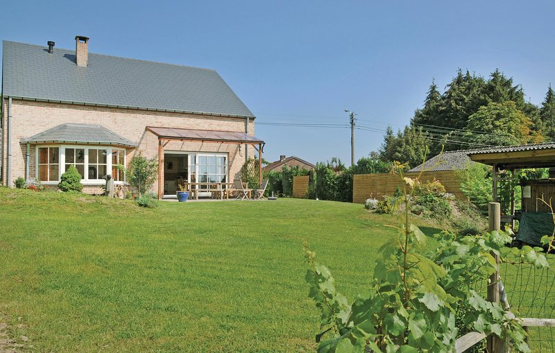 Awesome home in Somme-Leuze with Sauna and 5 Bedrooms (BNA034), vacation rental in Somme-Leuze