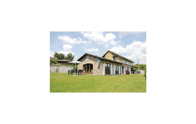 Vue sur la Vallée (BNA003), vacation rental in Somme-Leuze