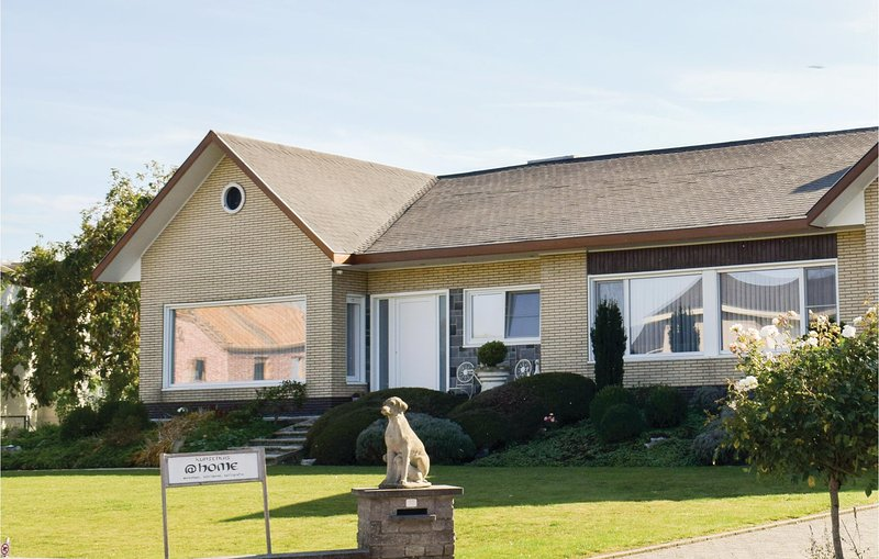 Amazing home in Ruiselede with Sauna, WiFi and 4 Bedrooms (BVA005), alquiler de vacaciones en Aalter