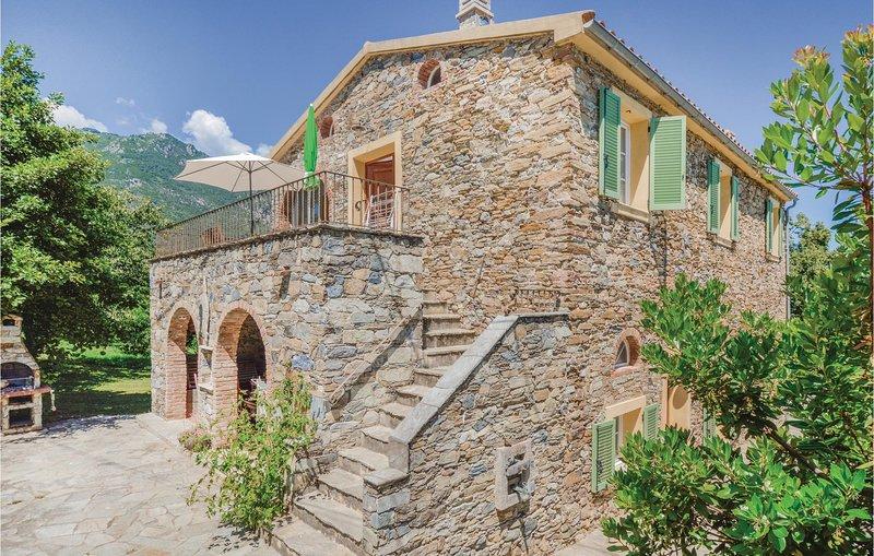 Beautiful home in Santa Maria Poggio with WiFi and 3 Bedrooms (FKO345), holiday rental in Santa-Maria-Poggio