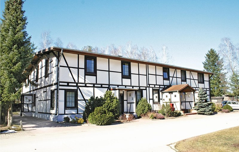 Amazing home in Faßberg/Heidesee with 1 Bedrooms (DLH202), casa vacanza a Steinhorst