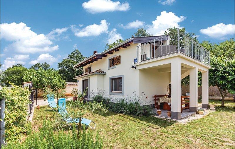 Nice home in Medulin with WiFi and 2 Bedrooms (CIM466), alquiler de vacaciones en Sisan