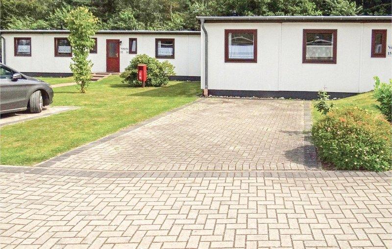 Stunning home in Faßberg/Heidesee with 2 Bedrooms (DLH206), casa vacanza a Steinhorst
