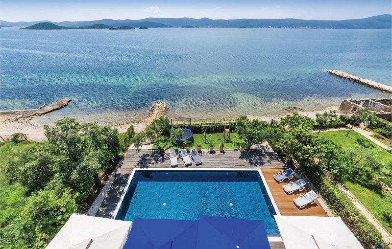 Beautiful home in Sveti Petar with Jacuzzi, WiFi and 14 Bedrooms (CDA306), holiday rental in Sveti Petar