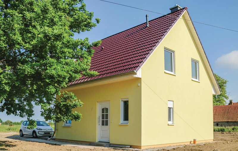 Awesome home in Beiershagen with 3 Bedrooms (DMK170), casa vacanza a Saal