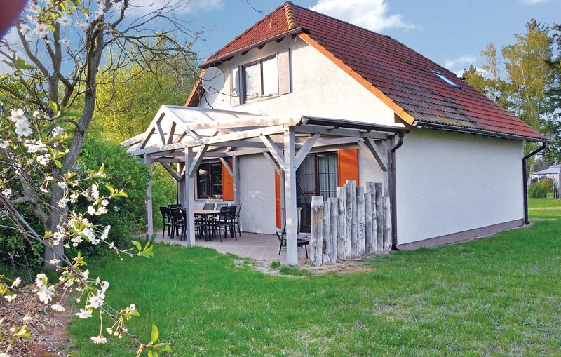 Awesome home in Fuhlendorf with WiFi and 3 Bedrooms (DMK237), location de vacances à Trinwillershagen