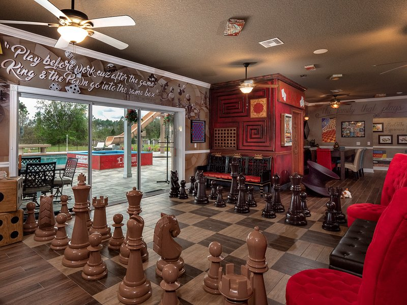 Sleep up to 54 at The Great Escape Parkside Board Game Themed Estate!, holiday rental in Groveland