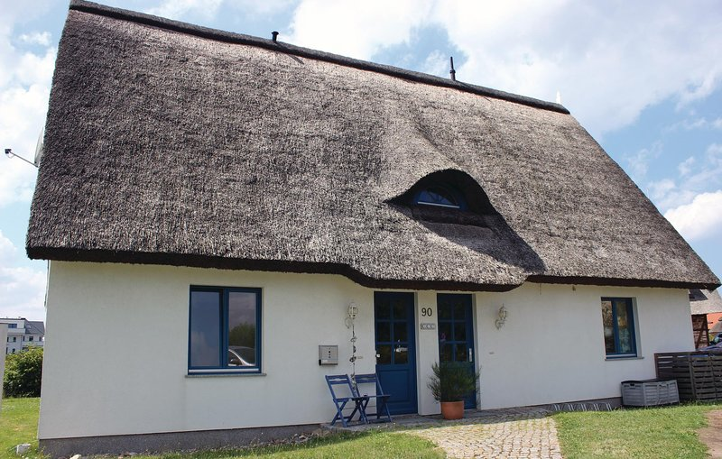 Amazing home in Börgerende with 2 Bedrooms (DMK330), holiday rental in Borgerende-Rethwisch