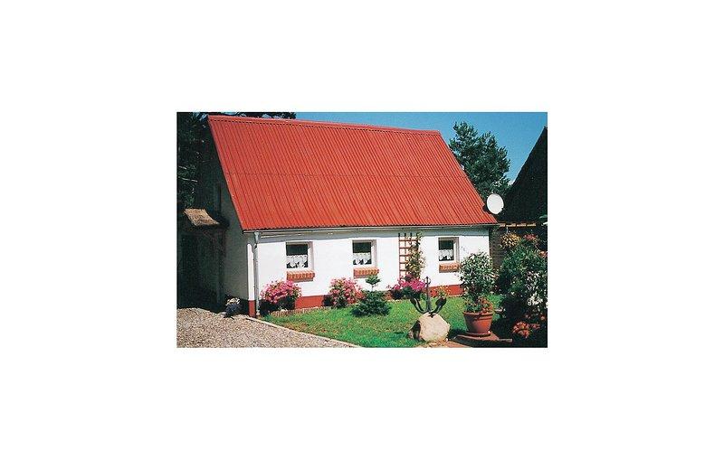 Nice home in Ribnitz-Damgarten with 2 Bedrooms (DMK512), casa vacanza a Saal