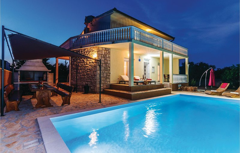 Amazing home in Polaca with WiFi and 4 Bedrooms (CDA349), holiday rental in Polaca