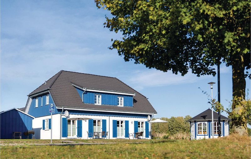 Awesome home in Altefähr/Rügen w/ WiFi and 3 Bedrooms (DMR606), holiday rental in Stralsund