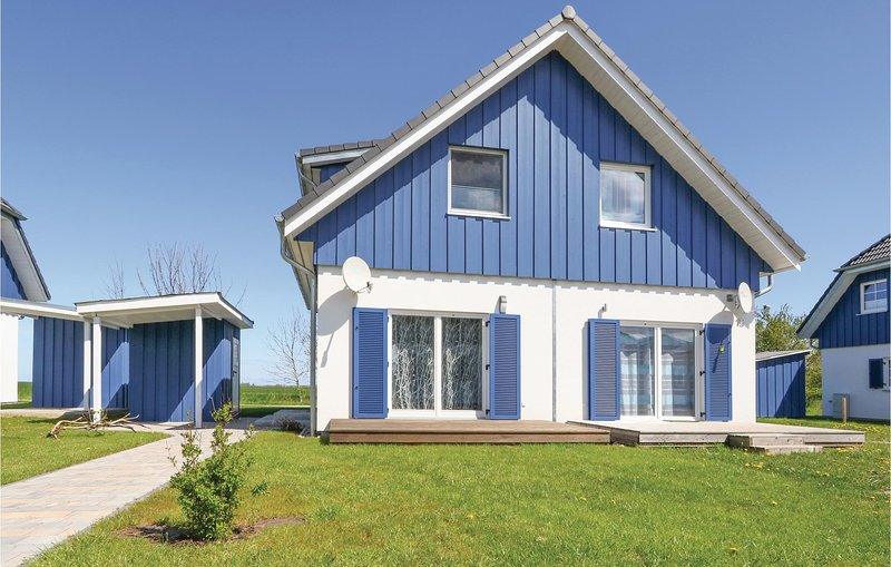 Nice home in Altefähr/Rügen with WiFi and 2 Bedrooms (DMR619), vacation rental in Rambin