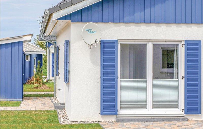 Stunning home in Altefähr/Rügen w/ WiFi, 2 Bedrooms and Sauna (DMR612), holiday rental in Stralsund