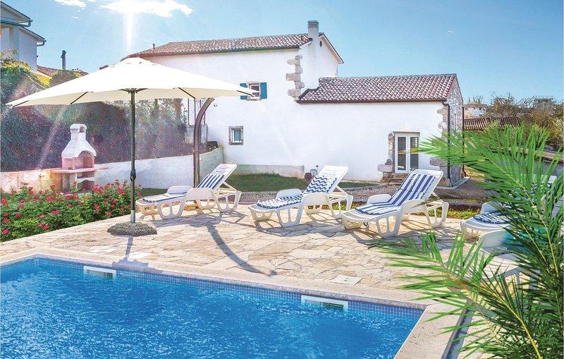Stunning home in Ruzici with WiFi and 3 Bedrooms (CIO201), casa vacanza a Ruzici