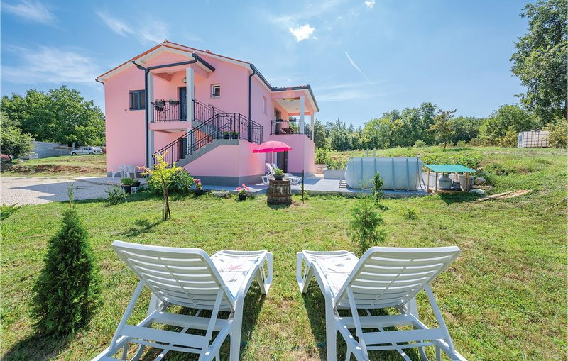 Awesome home in Boljevici with WiFi, Outdoor swimming pool and 2 Bedrooms (CIO20, casa vacanza a Sumber