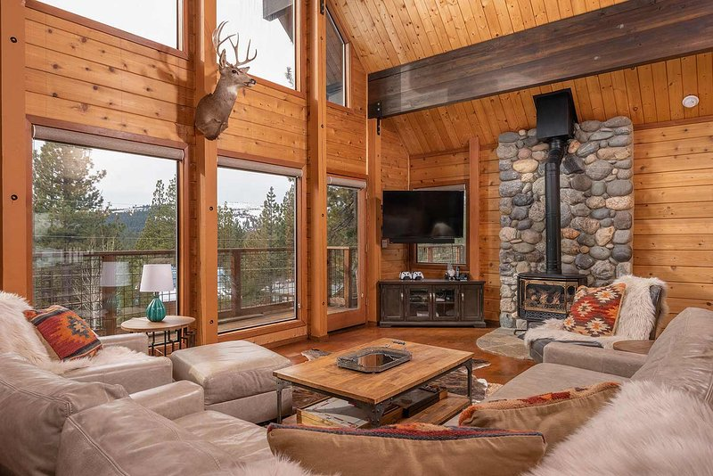 Great Room with Vaulted Ceilings to take in the mountain views