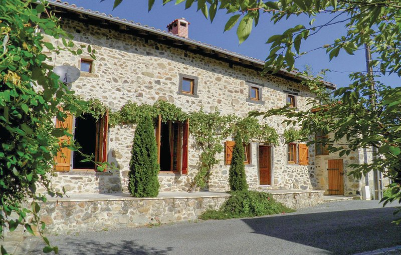 Beautiful home in Massignac with WiFi and 2 Bedrooms (FJC054), holiday rental in Videix