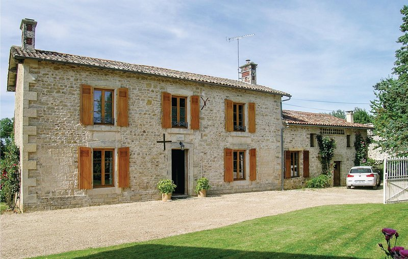 Amazing home in Souvigne with 4 Bedrooms and WiFi (FJD006), holiday rental in Sanxay