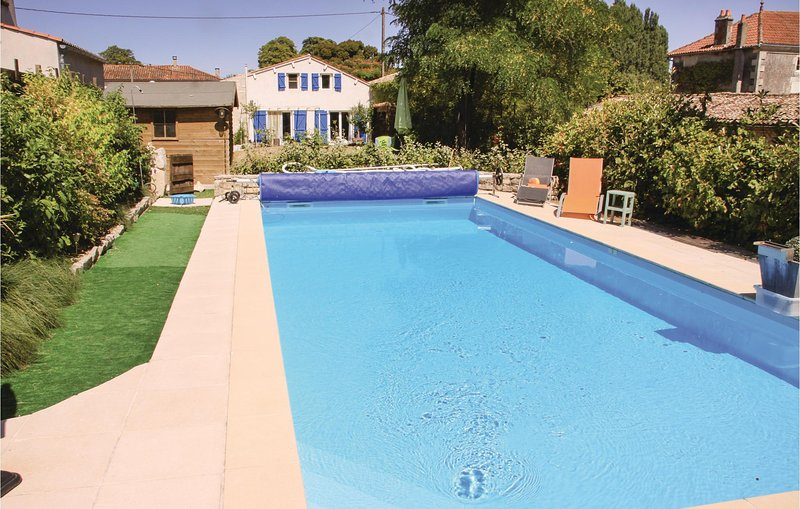 Nice home in Fontenille St.Martin w/ 1 Bedrooms (FJD034), vacation rental in Melle