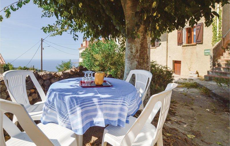 Nice home in Calcatoggio with WiFi and 2 Bedrooms (FKO158), location de vacances à Vero