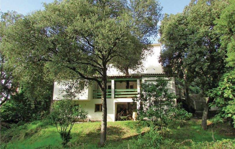 Nice home in Sagone with 2 Bedrooms (FKO162), alquiler vacacional en Sagone
