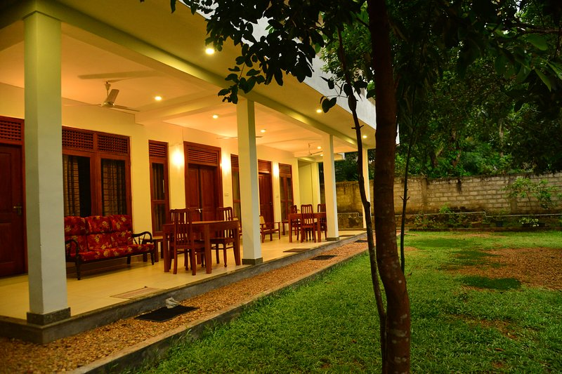 villa wanderlust ideal for specially families, backpackers, small groups, holiday rental in Rathgama