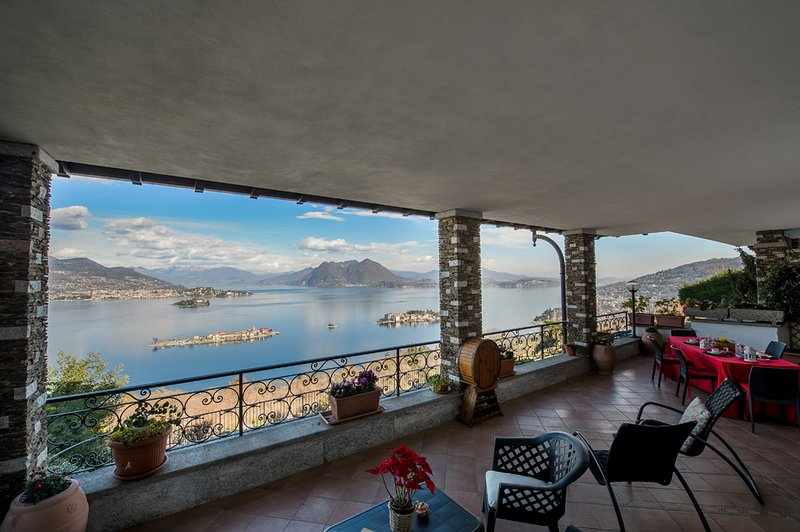 Panorama apartment in panoramic position over Stresa with amazing lake view, alquiler vacacional en Stresa