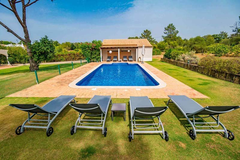 Almancil Villa Sleeps 8 with Pool Air Con and WiFi - 5775909, location de vacances à Alfarrobeira