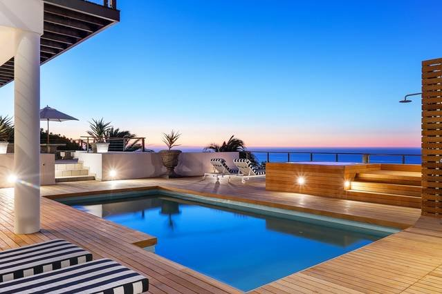 Immaculate Camps Bay Villa with Private Deck, Jacuzzi and Pool, holiday rental in Bakoven