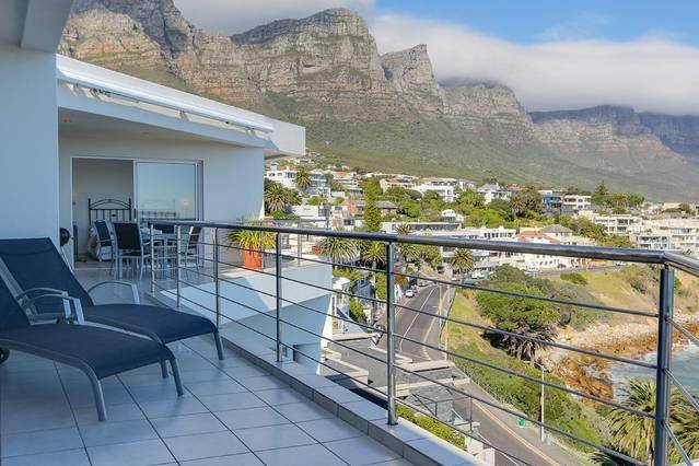 Camps Bay Terrace Penthouse, holiday rental in Cape Town