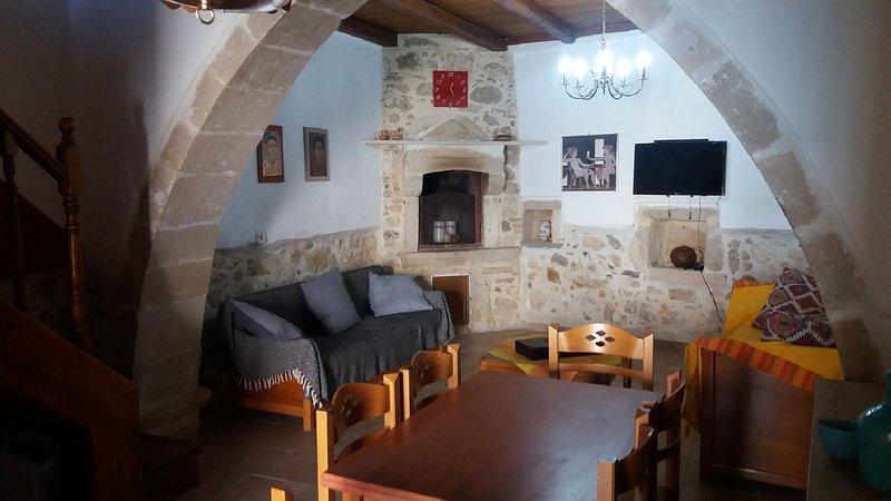 Kamaraki stone house, holiday rental in Zaros