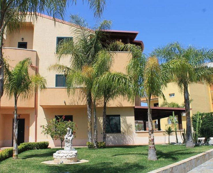 Villa Terry, Appartamento Viola, vacation rental in Favazzina