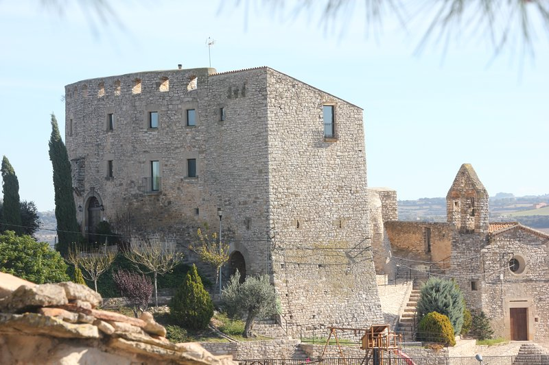 Castillo Rural Alquiler Castillo de Fonolleres, holiday rental in Sant Domi