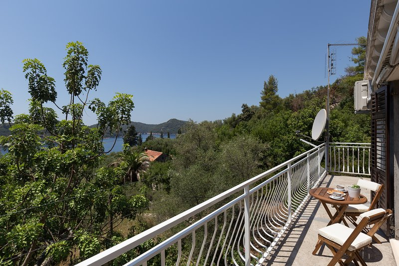 Apartment Kod Jadranke - Two Bedroom Apartment with Balcony and Sea View, vacation rental in Sipan