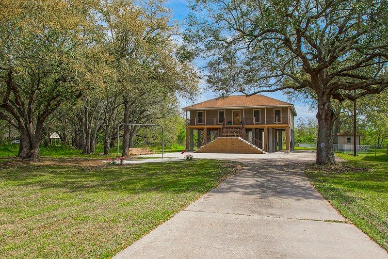 3.2 Acres in Jean Lafitte, LA. A True Bayou Oasis, holiday rental in Lafitte