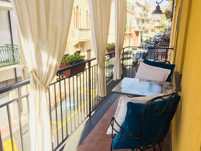 Hibiscus appartament, holiday rental in Letojanni