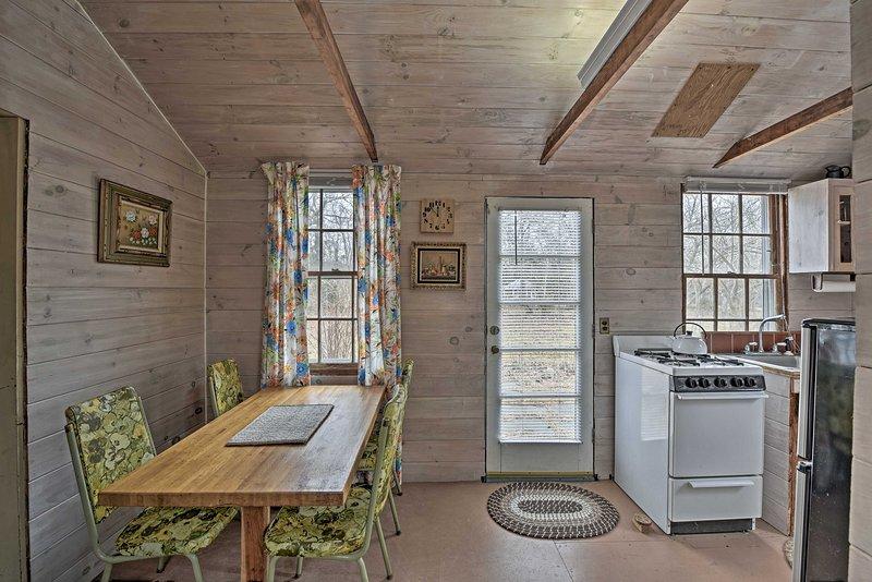 Cozy Cottage on Martha's Vineyard <1 Mi to Beaches, alquiler vacacional en Vineyard Haven