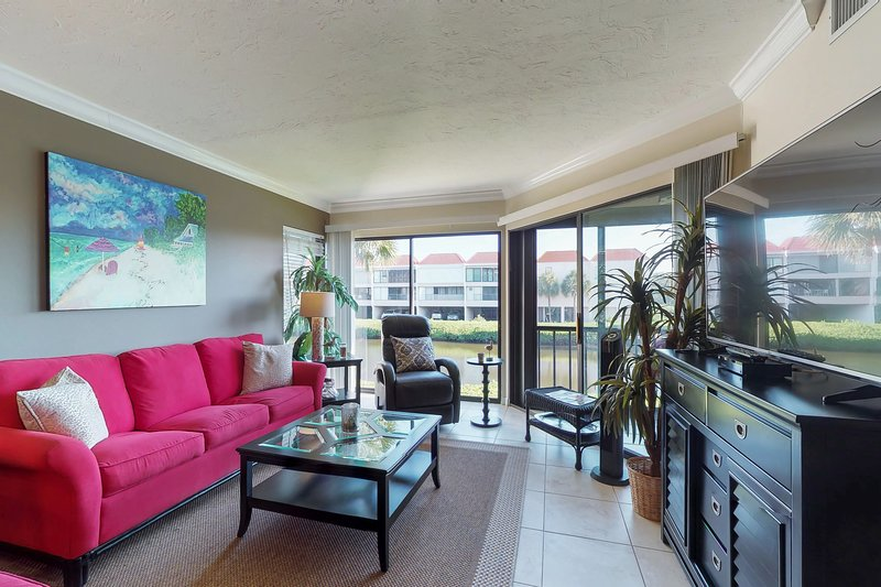 Bayfront Holmes Beach escape w/shared pool, dock access & views, holiday rental in Holmes Beach