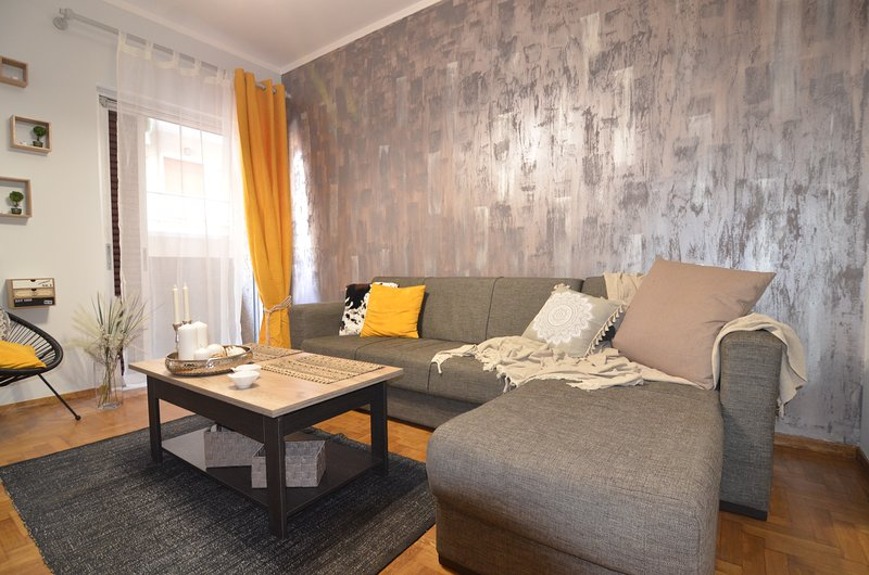 Amazing Athens Elegant Apartment, holiday rental in Kaisariani