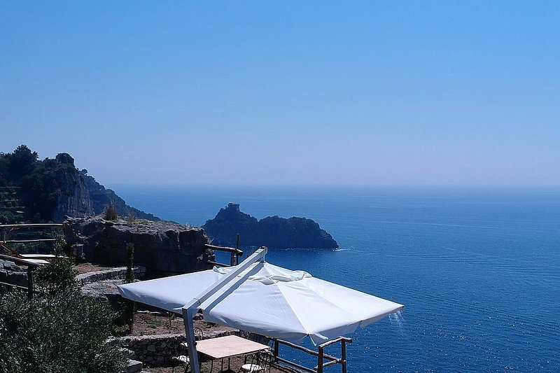 Tovere (San Pietro) Villa Sleeps 4 with Air Con - 5777749, holiday rental in Conca dei Marini