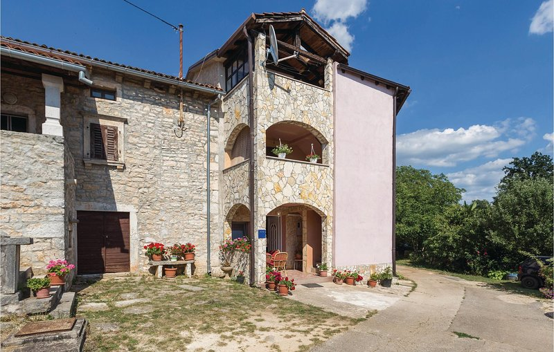 Amazing home in Visnjan with WiFi and 1 Bedrooms (CIC533), casa vacanza a Fabci