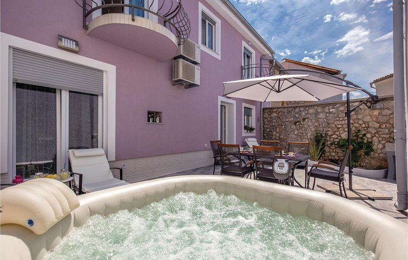 Amazing home in Grizane with Jacuzzi, WiFi and 3 Bedrooms (CKA157), holiday rental in Grizane-Belgrad