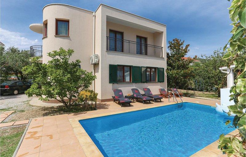 Stunning home in Kastel Novi with WiFi and 3 Bedrooms (CDT899), location de vacances à Kastel Novi